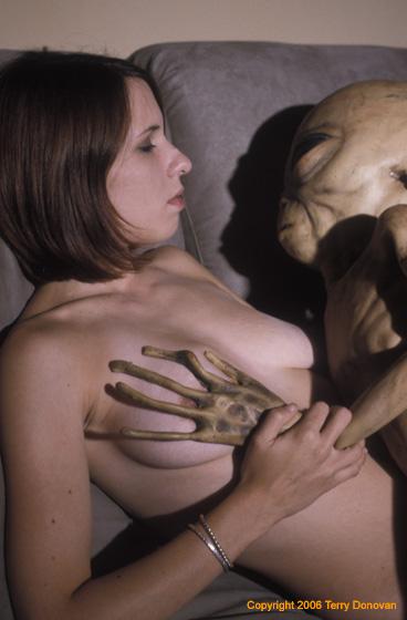 Порно с инопланетянами имострами смотреть онлайн